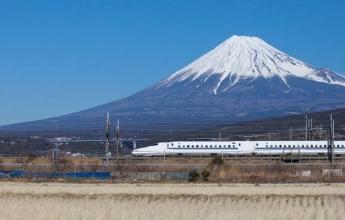 Šinkansen projíždí kolem Fudži, Japonsko