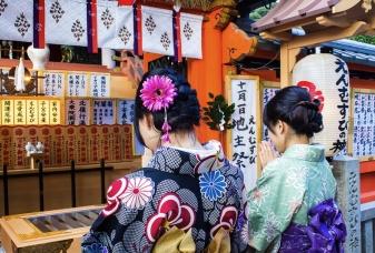 V chrámu, Kjóto