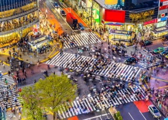 Rušná křižovatka Shibuya crossing