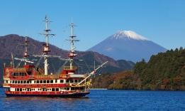 Jezero Aši noko a majestátní Fudži