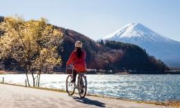 Na kole pod horou Fudži