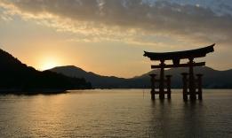 Brána torii na ostrově Mijadžima, Japonsko